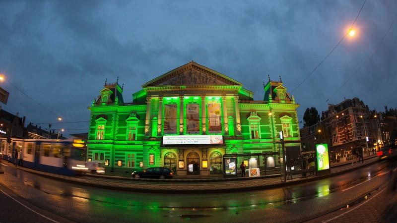 Groen Led Licht : Concertgebouw in groen led licht installatie