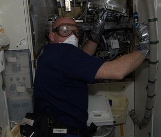 Loodgieter in de ruimte