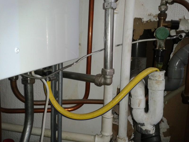 Gordijn Badkamerraam ~ De condensafvoer van deze ketel zit hoger dan het toestel