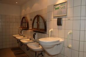 Toilet op overgeefhoogte