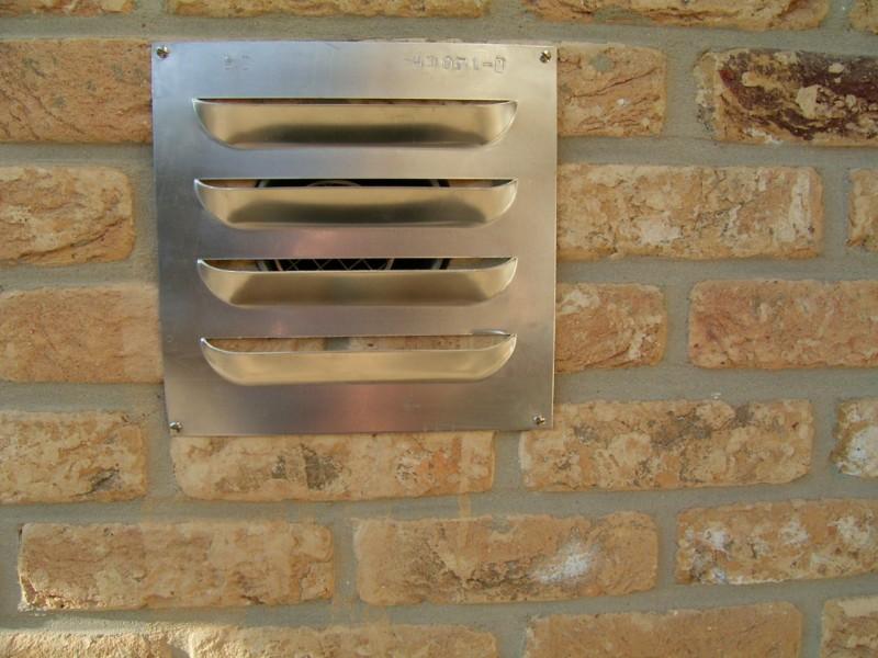 Ventilatierooster in deur u analyse van huishoudelijke apparaten