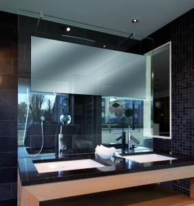 Een spiegel in de douchewand: waarom niet?