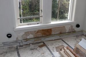 De gestripte woning: gaten geboord voor de ventilatie-wtw.
