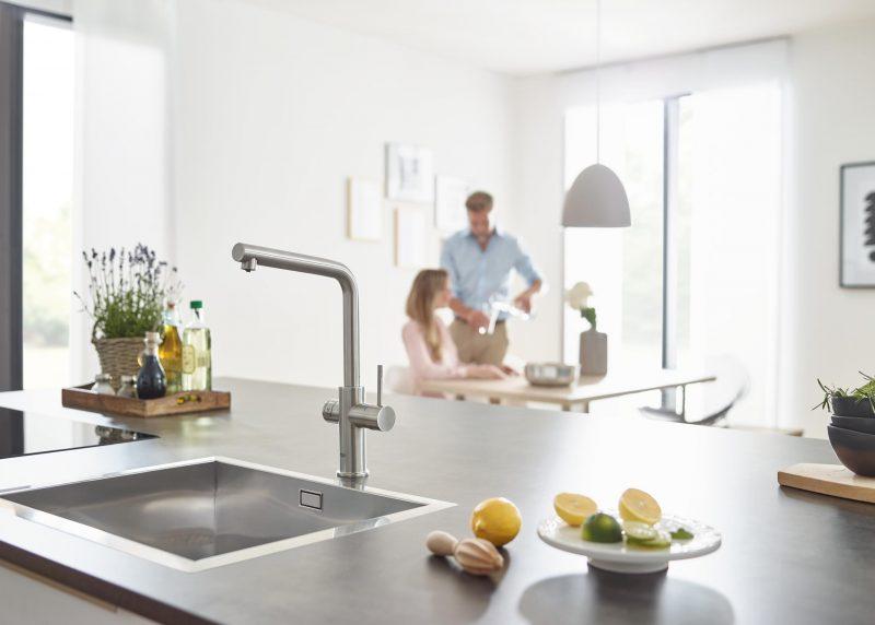 Bruisend water uit keukenkraan installatie